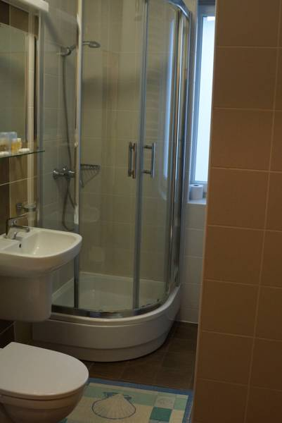 Hotel Bosir**-53119509